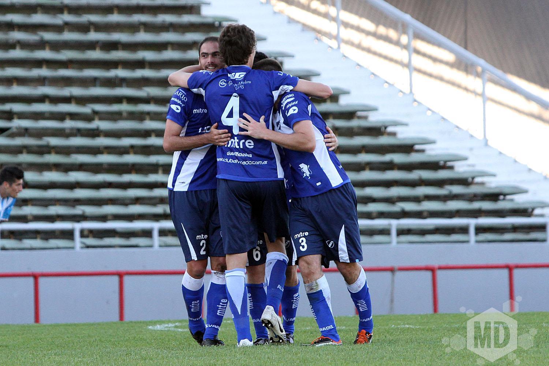 El plantel de Alvarado se mostró unido a pesar de las dificultades. (Foto: Carlos De Vita)