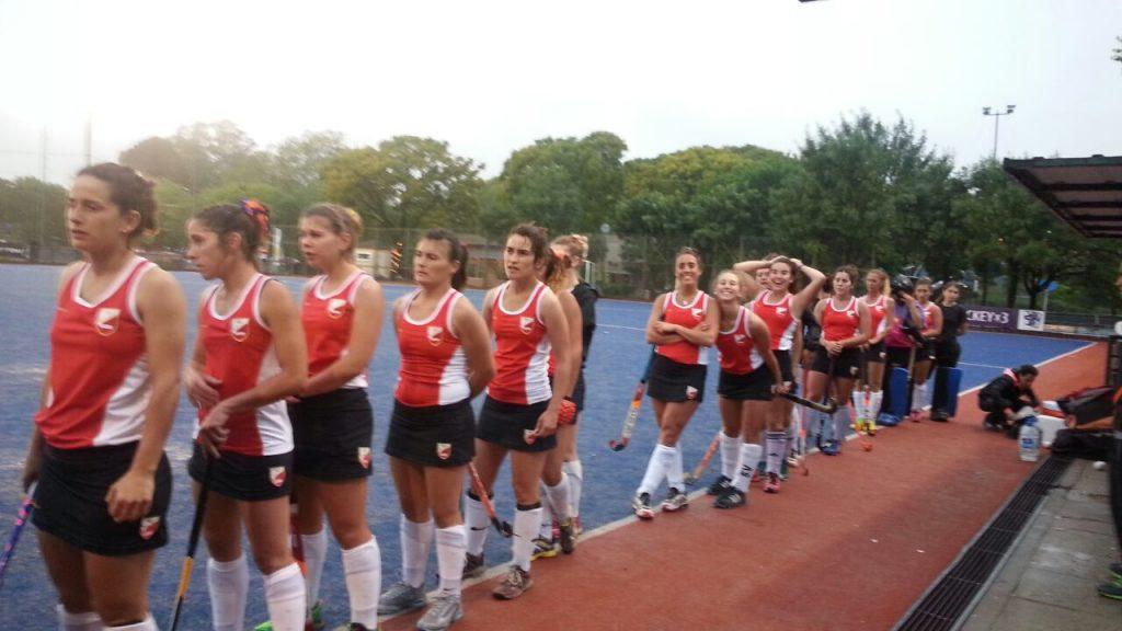 Las jugadoras de Mar del Plata formadas para iniciar el partido ante Córdoba.