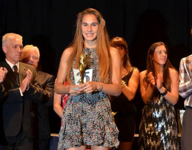Noelina Madarieta con el Lobo de Mar de Oro que ganó en 2013.