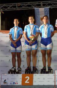 Maira Arias, Melisa Bonnet y Rocío Berbel lucen orgullosas su medalla de plata.