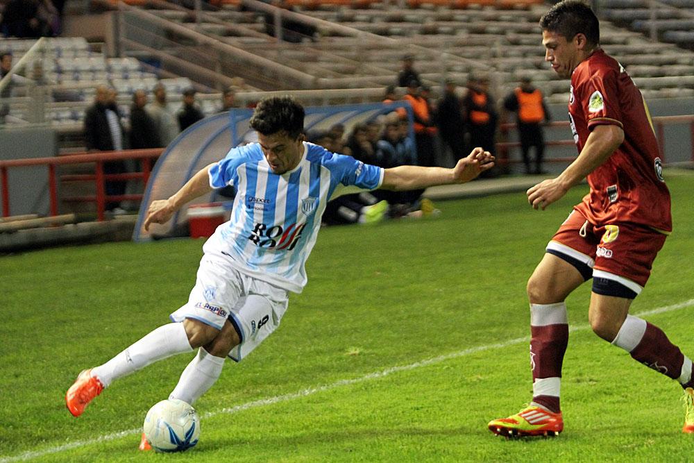 Unión tropezó nuevamente con Defensores de Belgrano. (Foto: Carlos De Vita)