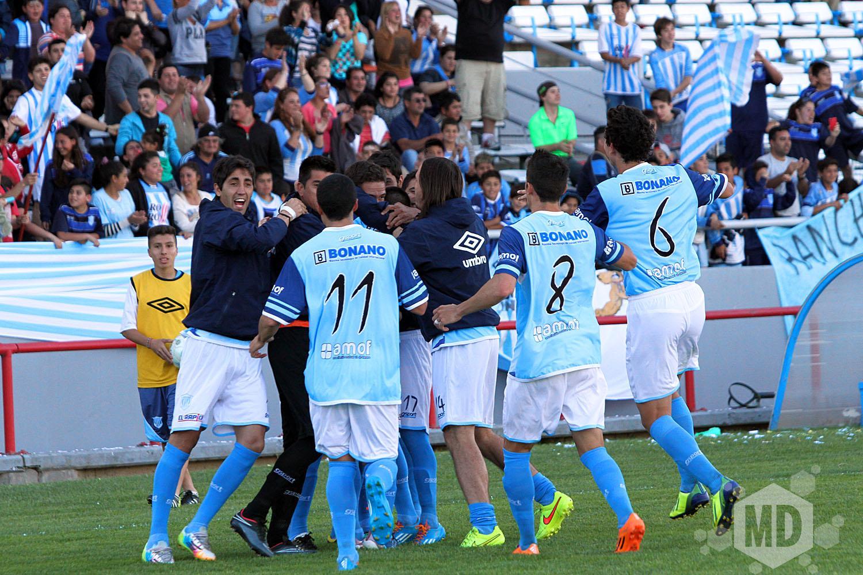 Unión celebra el gol de Nicolás Ramírez que abrió el camino al triunfo. (Foto: Carlos De Vita)