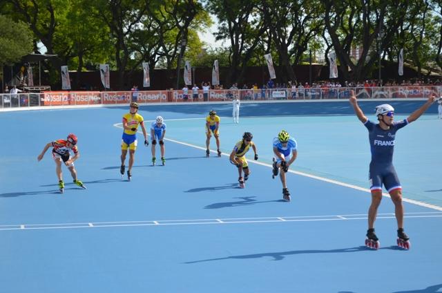 Ezequiel Capellano se esfuerza para quedarse con el bronce en la definición de la competencia.