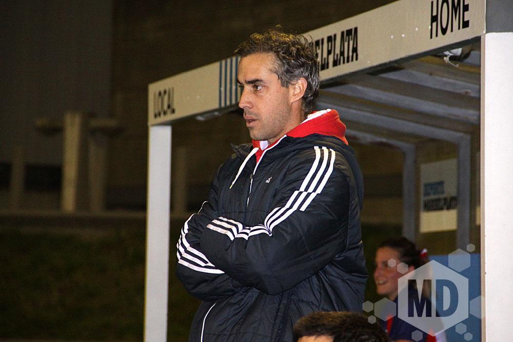 Franco Pezzelato mirando atentamente el juego. (Foto: Carlos De Vita)