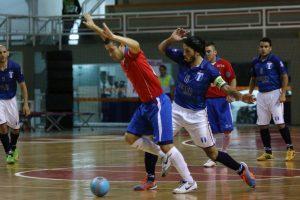 El capitán argentino, Fabián Banegas luchando por la pelota. (Foto: Futsal con Nivel)