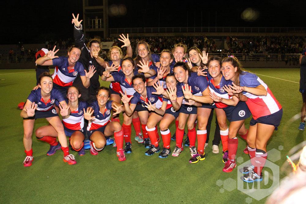 La celebración de las jugadoras de Unión del Sur post triunfo. (Foto: Carlos De Vita)