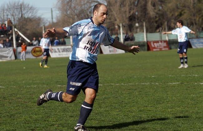 Leonardo Serfaty, como en sus épocas de goleador, volverá a Unión.
