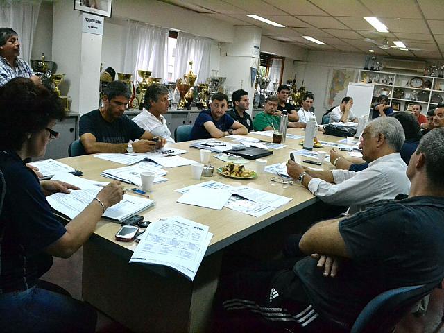 Imagen de la reunión para definir los equipos en cada una de las zonas.  (Foto: FeVA)