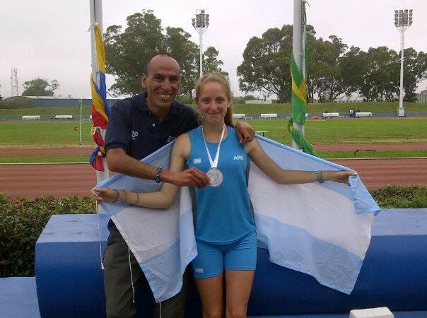 Agustina Boucherie junto con su entrenador Leonardo Malgor.