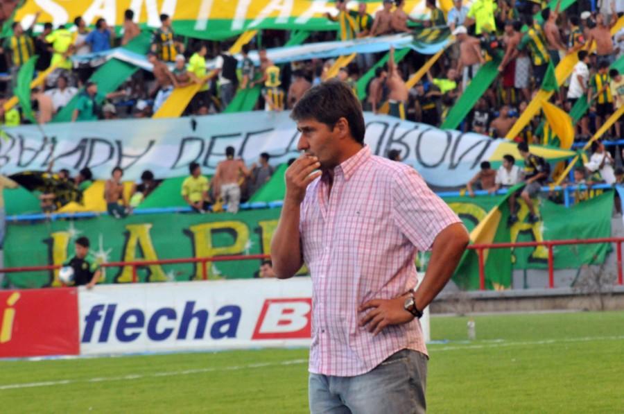 Fernando Quiroz fue el técnico que le dio el ascenso a Aldosivi.
