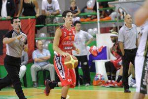 Luca Vildoza cumplió una gran tarea, en especial en el último cuarto. (Foto: Carlos De Vita)