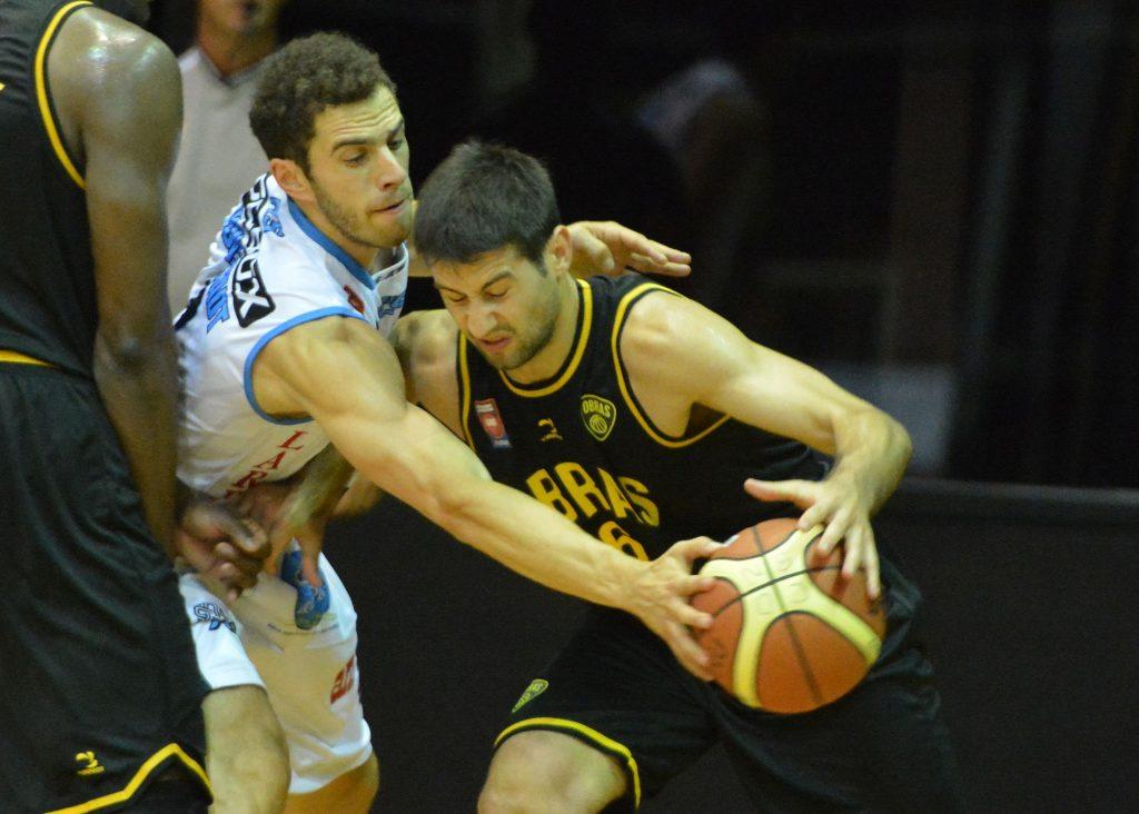 Alejandro Konsztadt tuvo una buena labor defensiva ante Fitipaldo. (Foto: Prensa LNB)
