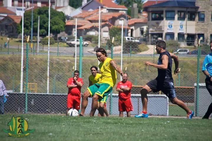 Capurro se destacó con un gol de tiro libre. (Foto: Sergio Biale)