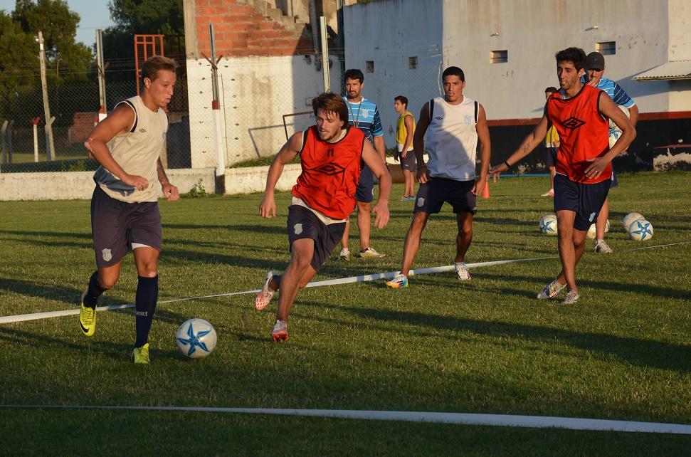 Caruso junto a Alessandroni, García y Nico Castro en la práctica de hoy.