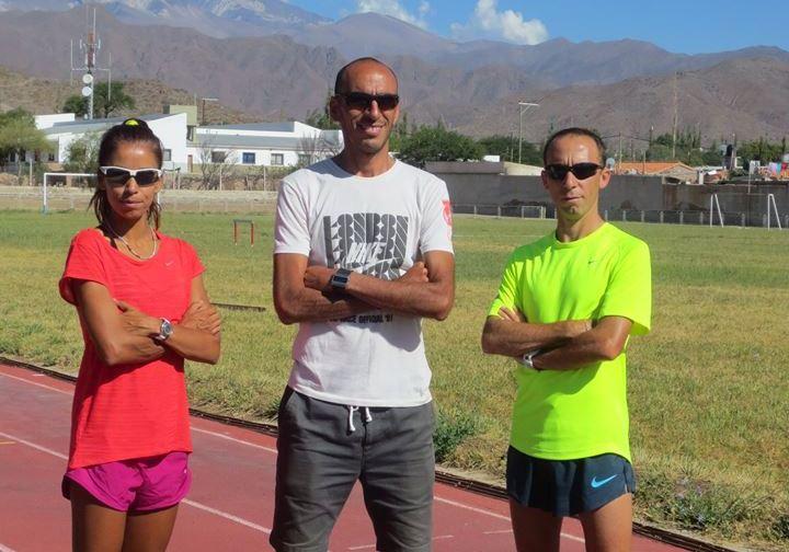 María de los Ángeles Peralta y Mariano Mastromarino con su entrenador Leonardo Malgor en el medio.