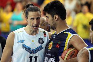 El duelo entre Martín Leiva y Mineiro calentó los primeros minutos del partido. (Foto: Prensa LDA)
