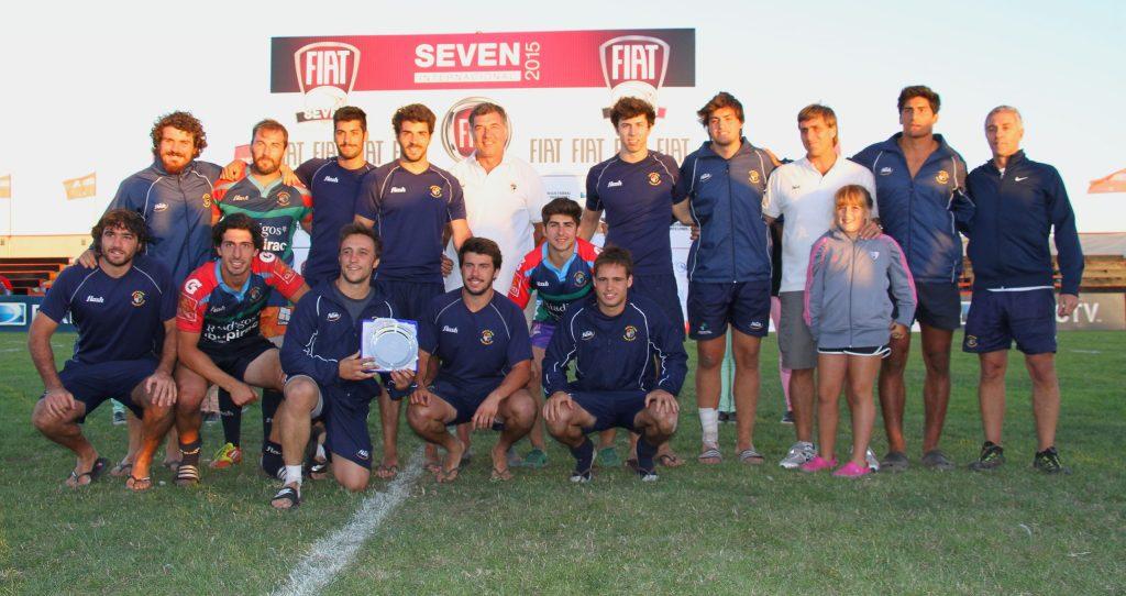 El equipo de Mar del Plata posando con la Copa de Plata del Fiat Seven. (Foto: Alicia Cangelli - Prensa URMDP)