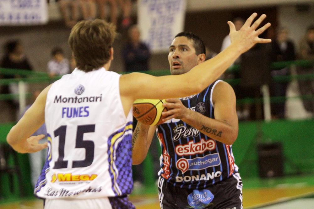 Leo Gutiérrez dolorido y todo entró a la cancha y fue fundamental en el juego ofensivo. (Foto: Carlos De Vita)