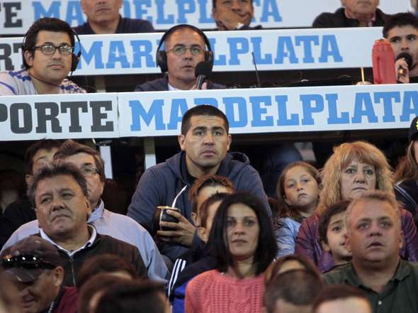 Juan Román Riquelme estuvo en el Minella mirando Boca-Velez. (Foto: Olé)