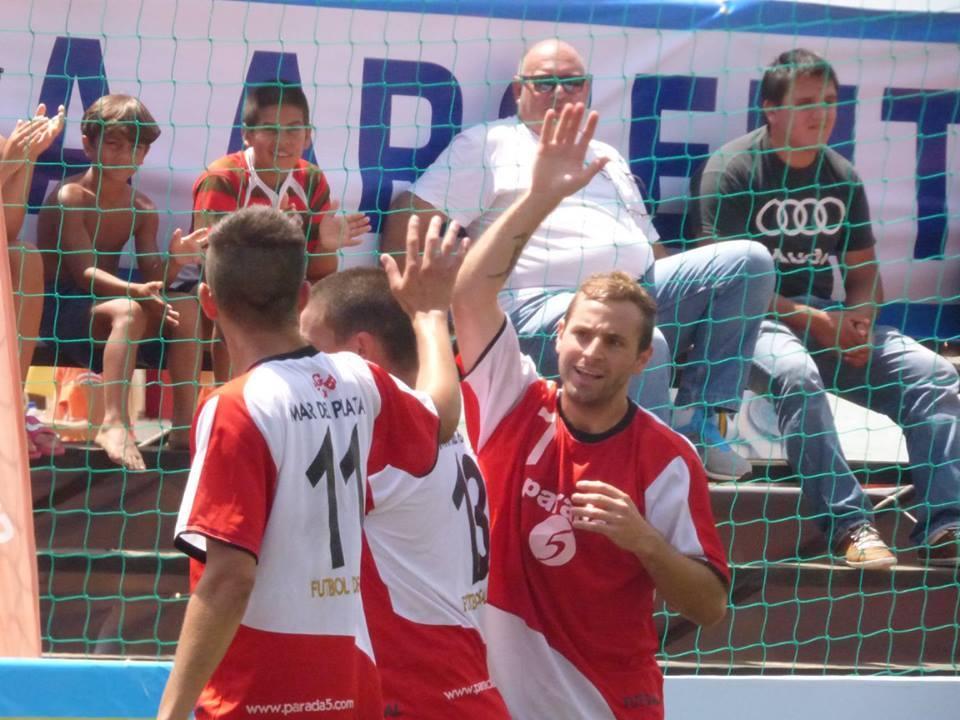 Santiago Offidani en pleno festejo. Mar del Plata terminó cuarta.