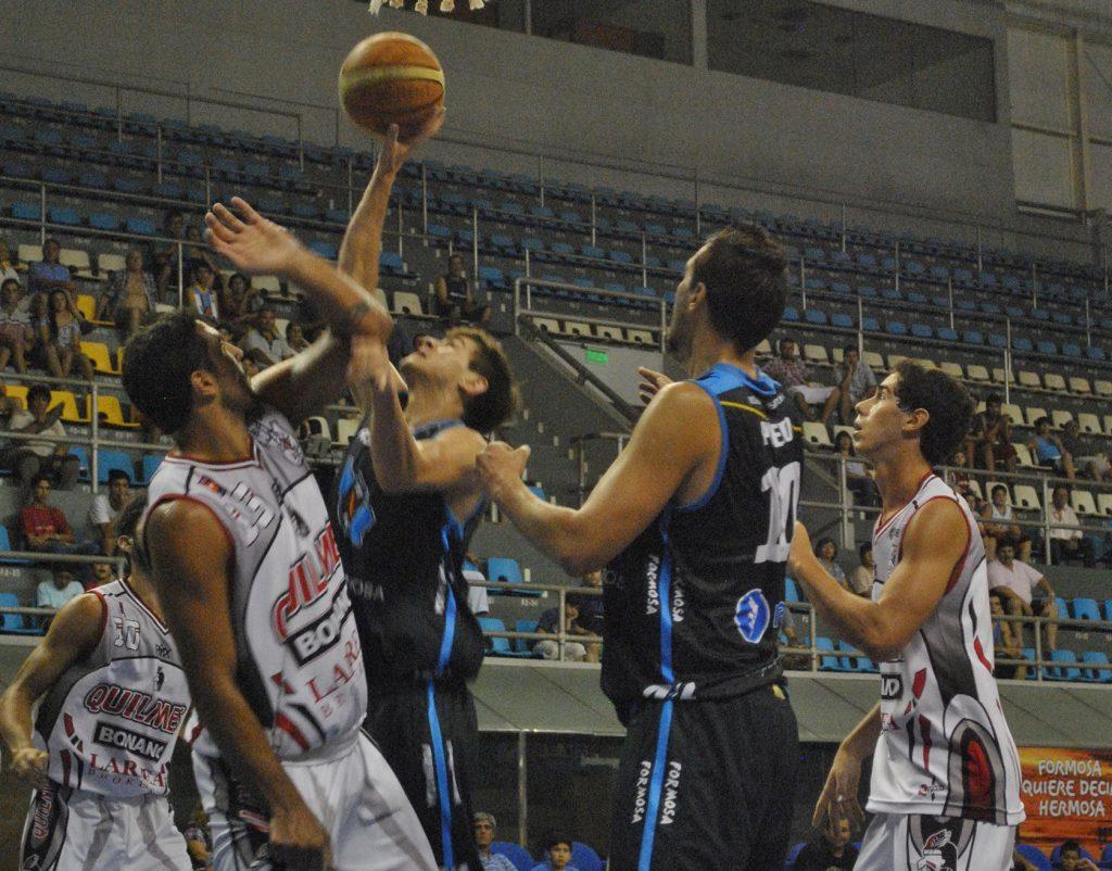 En algunos momentos, el partido se volvió muy friccionado. (Foto: Prensa LNB)