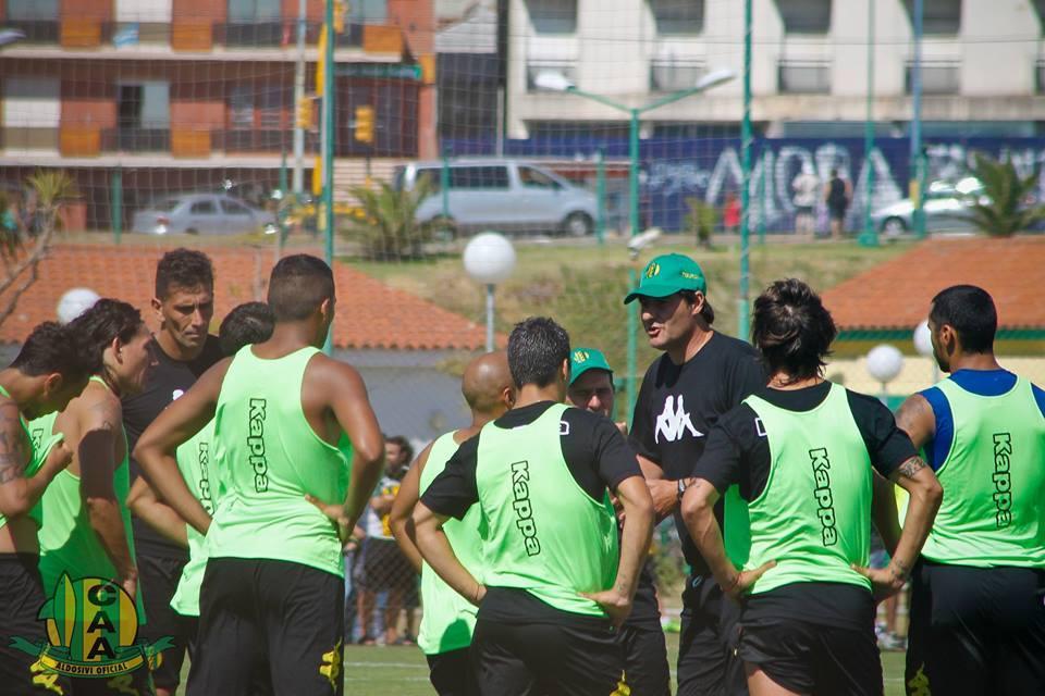 """""""Teté"""" Quiroz tratará de definir el equipo para el debut del 13 de febrero. (Foto: Sergio Biale)"""