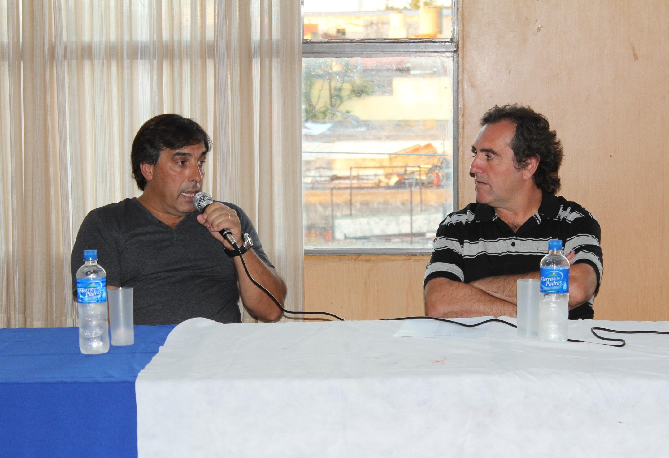 Pablo Mirón, presidente entrante frente a Alejando Naveiro, presidente saliente.
