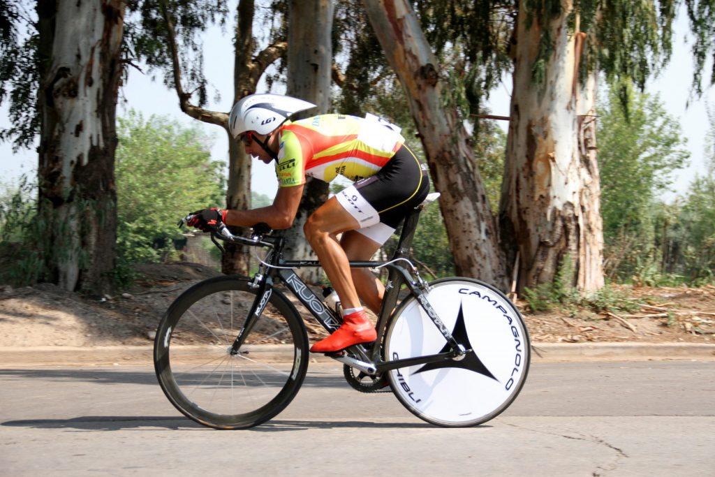 Sebastián Di Feo en plena competencia dentro de la Vuelta a Mendoza.