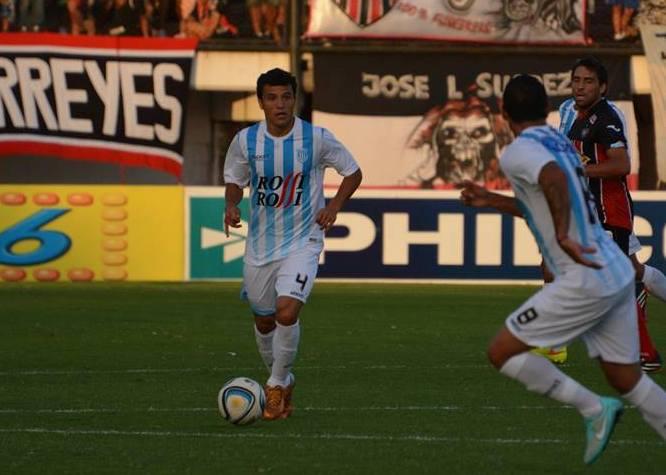 Juan Pablo Manzoco con la pelota al pie (Foto: Pedro Celano)
