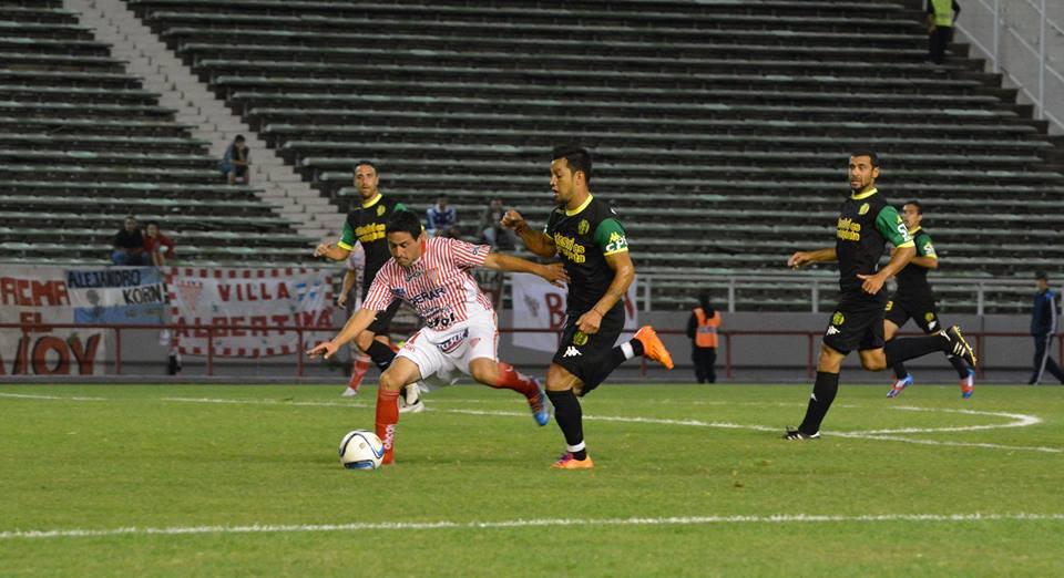 Diego Galeano ante la marca de Gastón Díaz (Foto: Pato Celano)