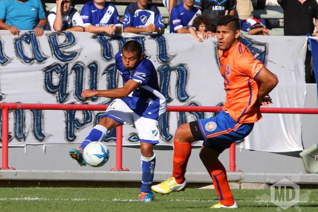 Alvarado no pudo con Deportivo Roca. (Foto: Carlos De Vita)