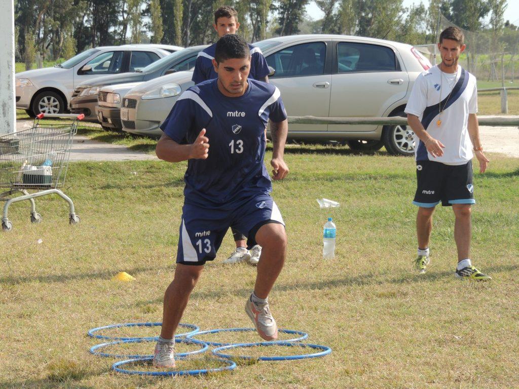 Alvarado volvió a los entrenamientos pensando en el partido con Tiro Federal de Bahía Blanca.