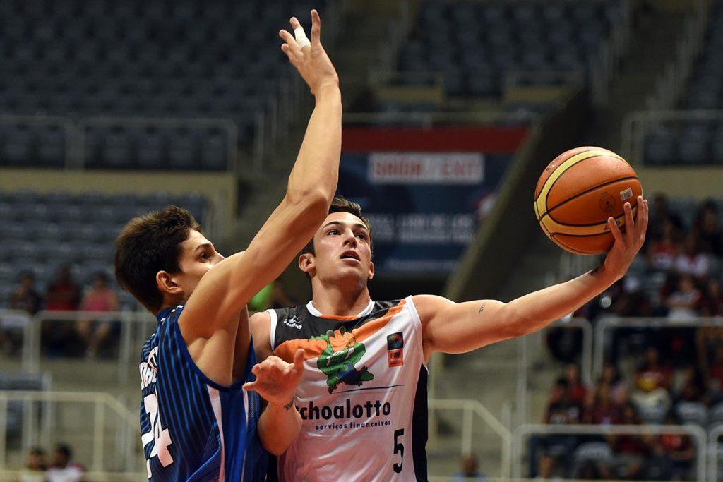 Giorgetti tuvo una gran tarea defensiva en Peñarol. (Foto: FIBA)
