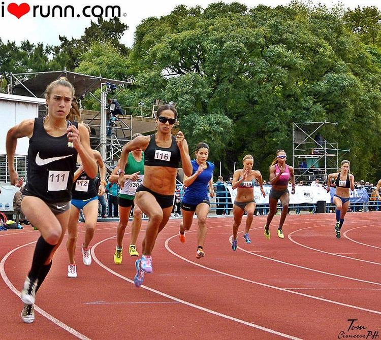 Belén Casetta ganadora de los 1.500 metros.