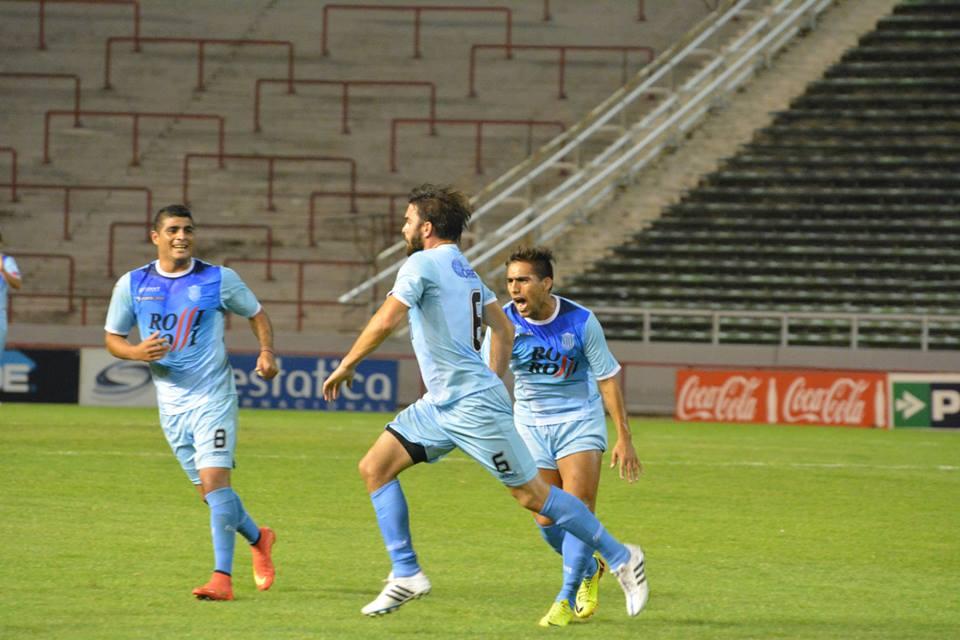 Leonel Formaggioni celebra el segundo gol de Unión. (Foto: Pedro Celano)