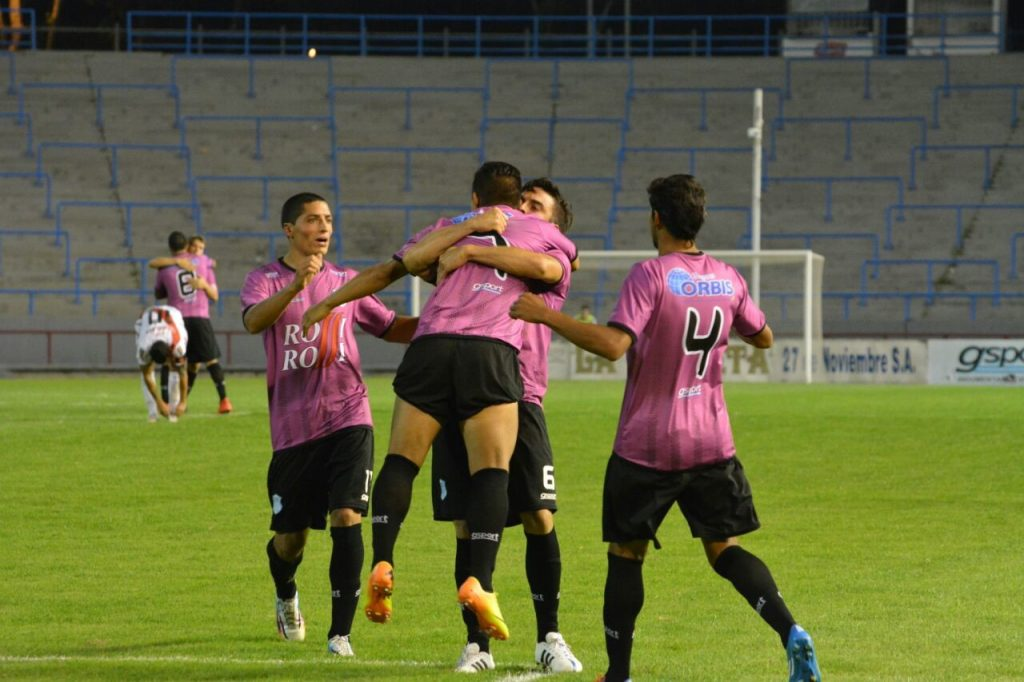 Todo Unión celebra el gol de Emmanuel Giménez (Foto: Pedro Celano)