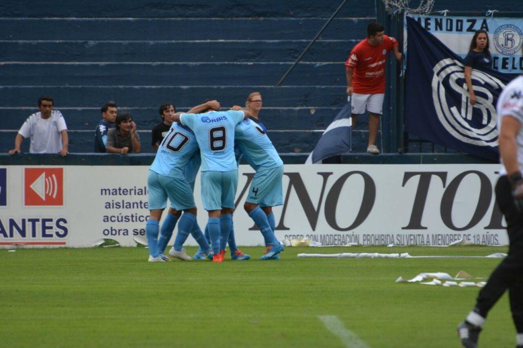 Unión celebra el gol de Nicolás Castro que abrió la cuenta. (Foto: Pedro Celano)