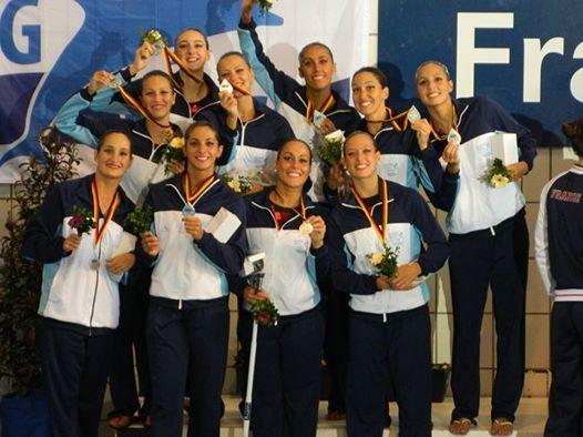 El equipo argentino en el podio con Ana Fernández y Lucina Simón.