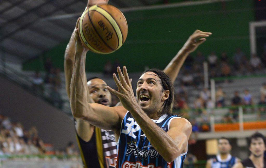 Adrián Boccia fue la gran figura de la noche para Peñarol. (Foto: Demián Schleider - LNB)