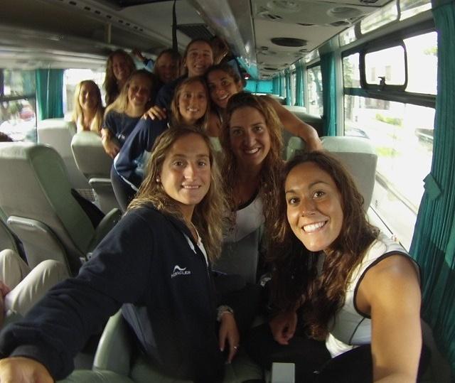 Selfie del equipo argentino con Ana Fernández y Lucina Simón. (Foto: Facebook)