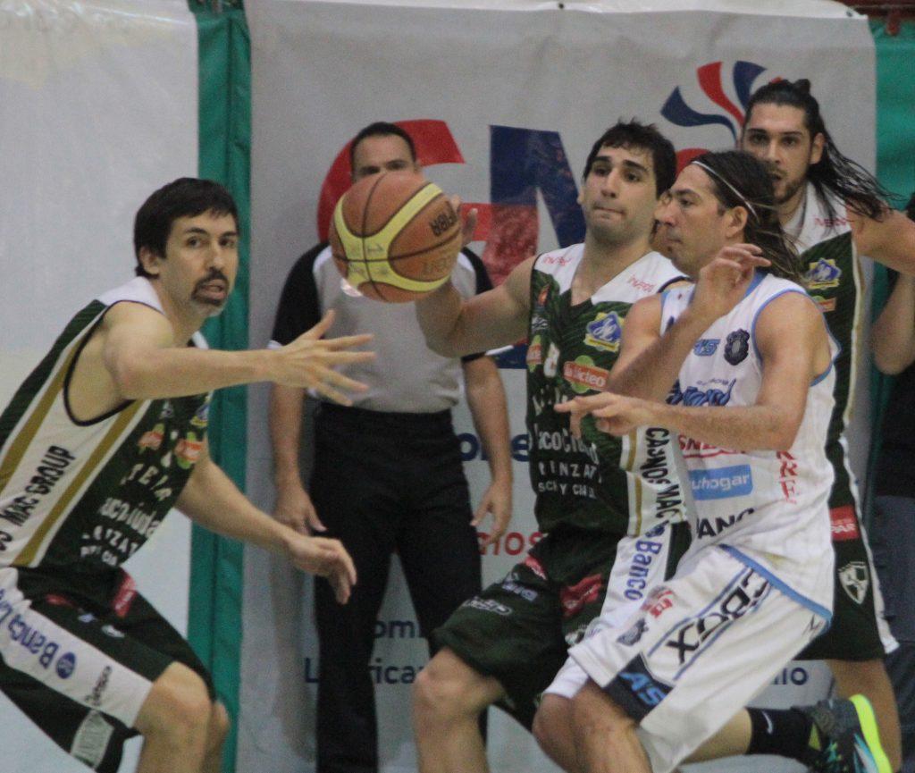 Peñarol no pudo derrotar a Atenas en Córdoba. (Foto: Diego Roscop - LNB.com.ar)