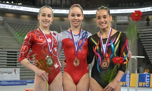 Ayelén Tarabini luciendo su bronce en el podio.