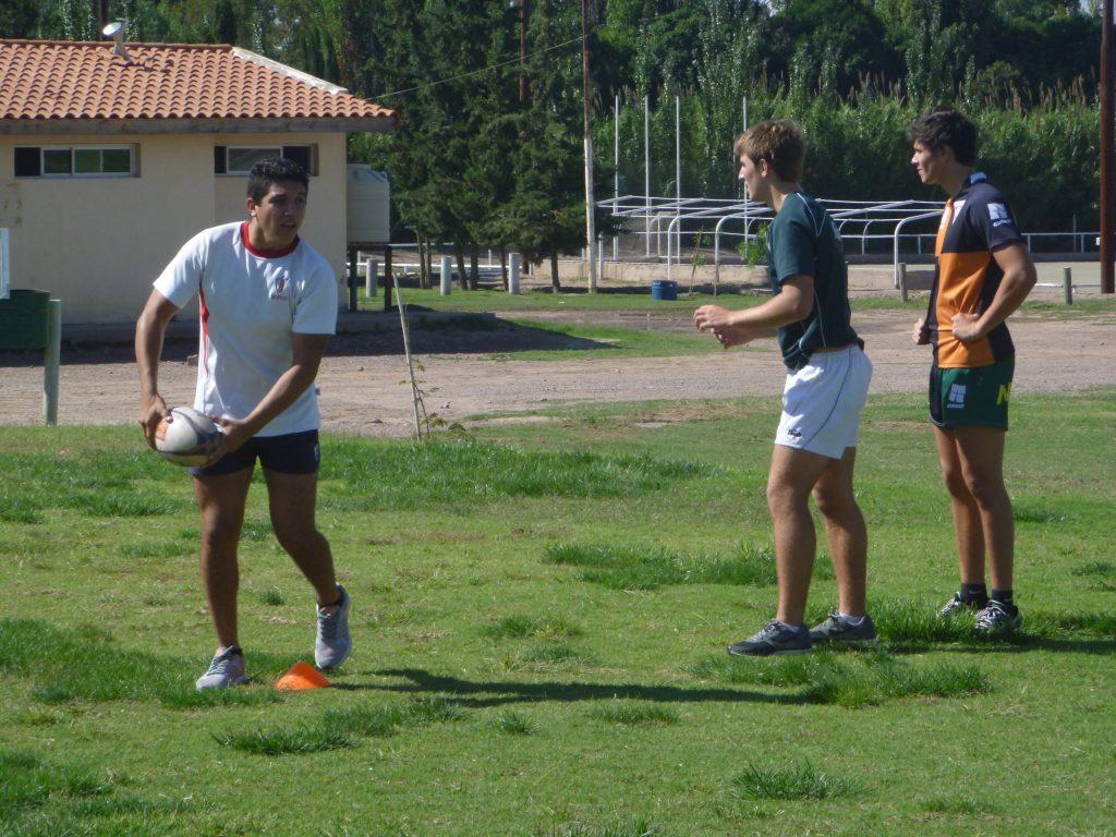 Emanuel Iani, Maximiliano Alonso y Patricio Carman en un pasaje del entrenamiento en Teqüé RC de Mendoza. (Foto: Prensa URMDP)