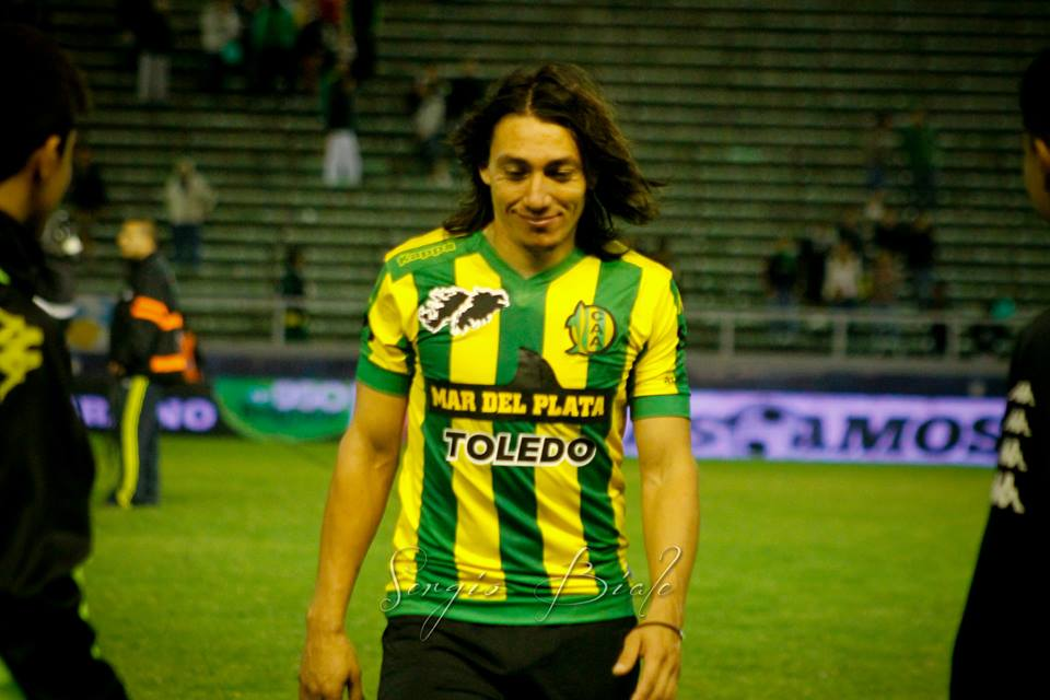 """La sonrisa del """"Payaso"""" Lugüercio, uno de los jugadores más rendidores del """"Tiburón"""". (Foto: Sergio Biale)"""