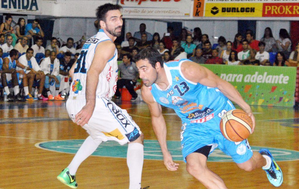 Paolo Quinteros fue el goleador del partido con 26 puntos. (Foto: Prensa Regatas)
