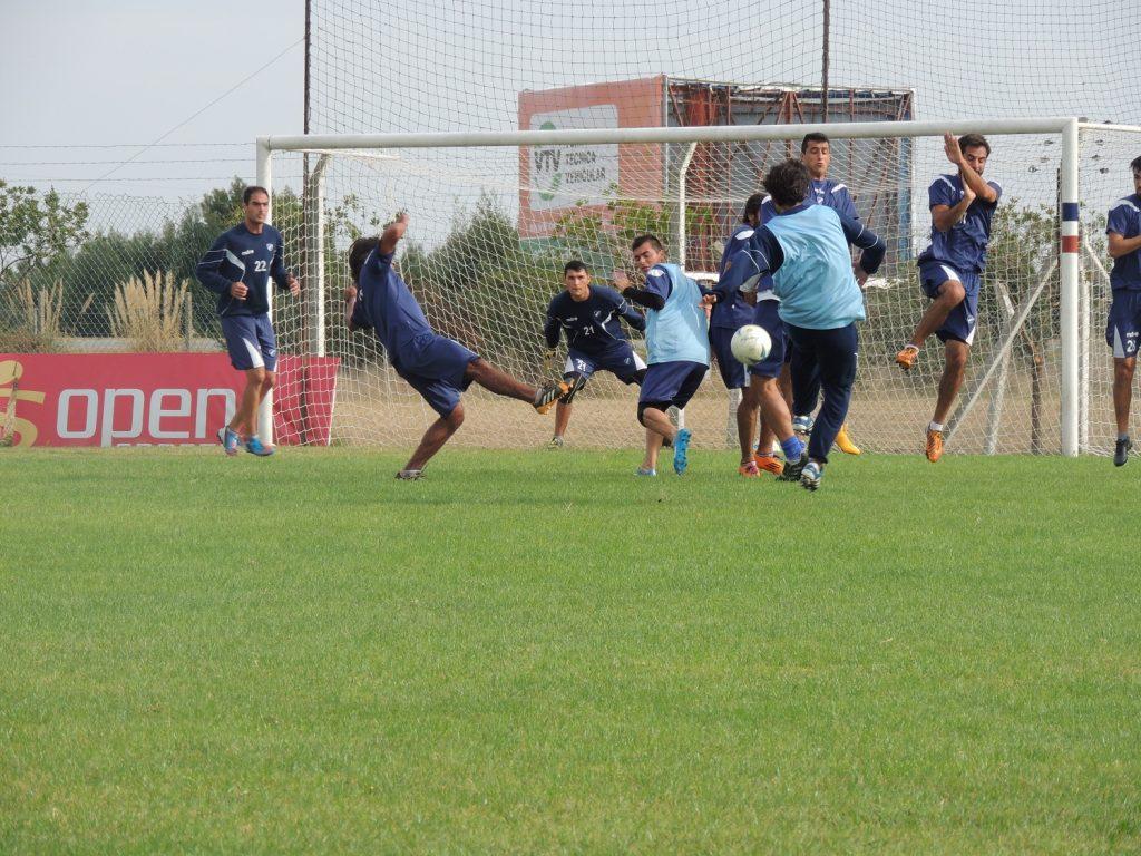 La práctica de fútbol de Alvarado en el inicio de semana no trajo buenas noticias.