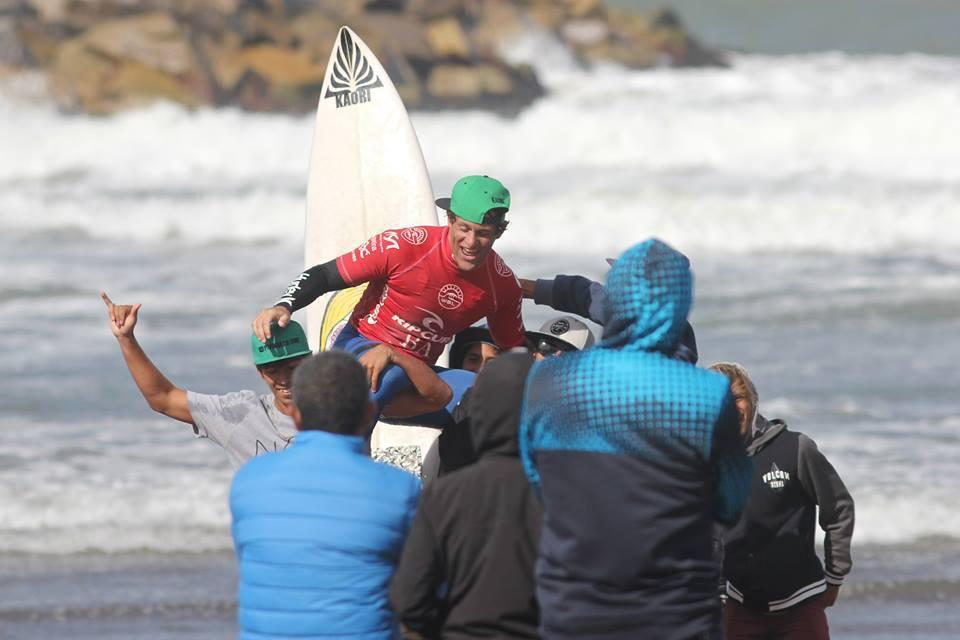 Robson Santos festeja su campeonato en Mar del Plata. (Foto: Prensa Rip Curl Pro Argentina)