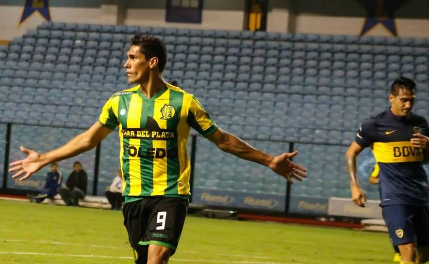Ángel Vildozo celebrando su gol ante Boca. (Foto: Sergio Biale)