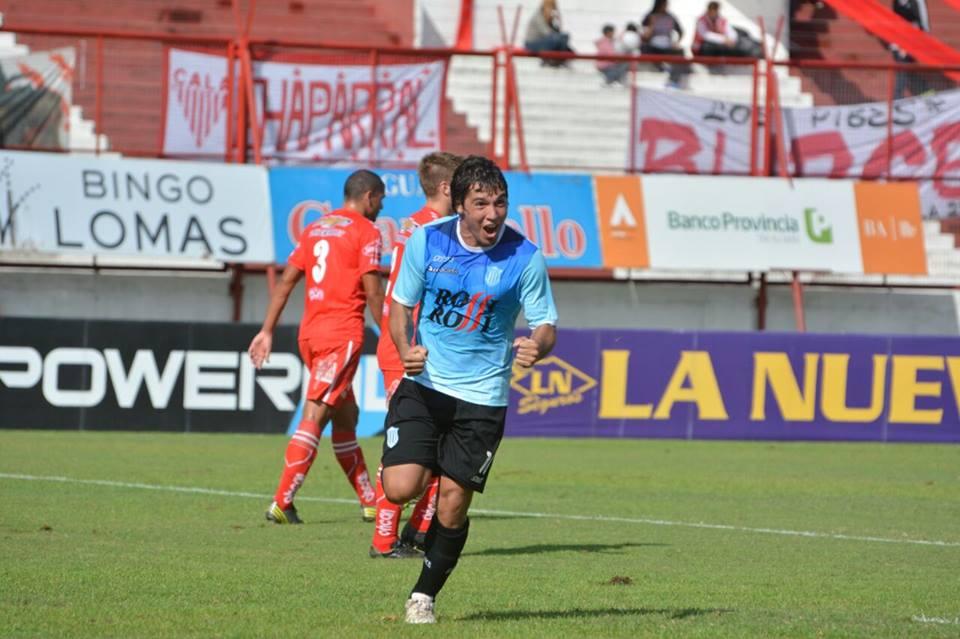 Nicolás Ramírez festeja el primer gol de la tarde. (Foto: Pedro Celano)
