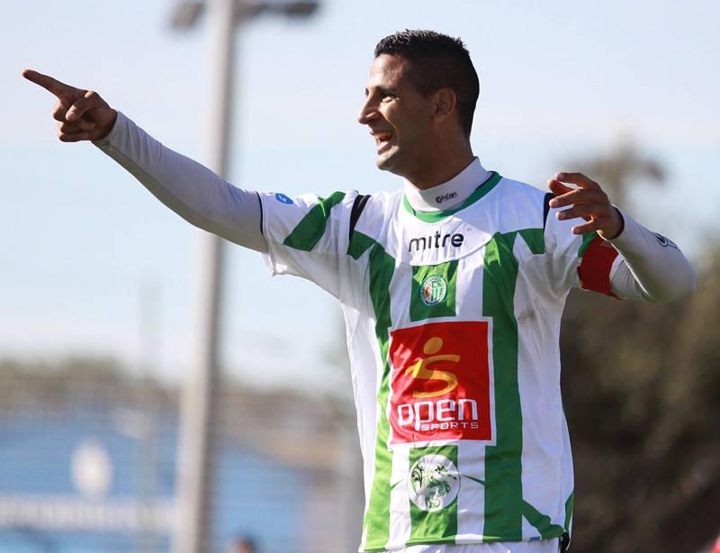 Damián De Hoyos celebrando su gol ante Sarmiento. (Foto: Prensa Kimberley)